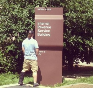 Philadelphia Eagles Evan Matthews pees on IRS sign via his twitter account)